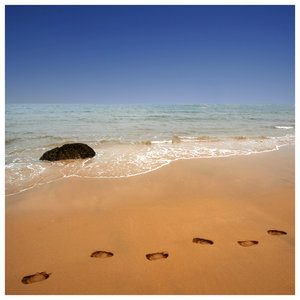 footsteps_in_the_sand______by_foureyes